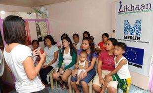 """La loi sur le contrôle des naissances facilitant l'accès des plus pauvres à la contraception est entrée en vigueur jeudi aux Philippines, une révolution des moeurs dans ce pays où l'influente Eglise catholique défend pied à pied une """"culture de la vie""""."""
