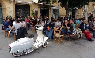 Avec un calme stoïque, les Chypriotes ont subi deux semaines d'une tourmente financière qui a quasiment ruiné leur petite île méditerranéenne, soudain placée au coeur de l'actualité mondiale.