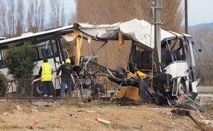 La carcasse du bus accidenté entré en collision avec un TER à Millas, le vendredi 15 décembre.