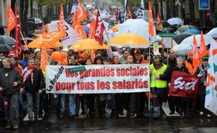"""Le gouvernement s'est déclaré vendredi """"attentif"""" au sort de La Redoute, que le groupe Kering (ex-PPR) s'apprête à vendre, demandant à ce dernier de """"surseoir à toutes décisions"""" pour """"laisser le temps au nécessaire dialogue"""" avec les salariés, les élus et l'Etat."""