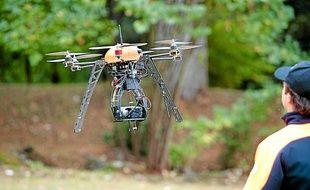 Démonstration de vol d'un drone de la société Fly-n-Sense, à Latresne le 25 septembre 2012.