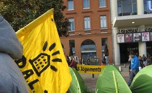 Plusieurs tentes ont été installées jeudi 18 février 2016 à Toulouse par des sans abri soutenus par le Droit au logement.