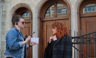La co-réalisatrice et co-productrice de Russian Doll, Leslye Headland, et l'actrice principale, Natasha Lyonne, sur le tournage de leur série