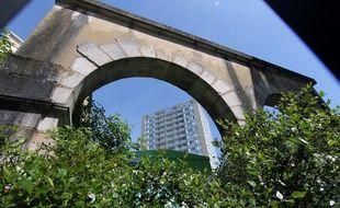 Les arches le long du boulevard Emmanuel-Mounier, au Gros-Chêne, à Rennes.