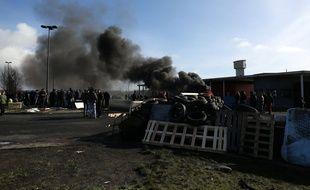 Les Gardes mobiles ont débloqué la prison de Condé-sur-Sarthe pour laisser passer un convoi de ravitaillement.