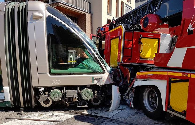 https://img.20mn.fr/Aferngs6RuOQg9jn6xWWFA/830x532_accident-entre-tramway-pompiers-27-aout-2016-strasbourg