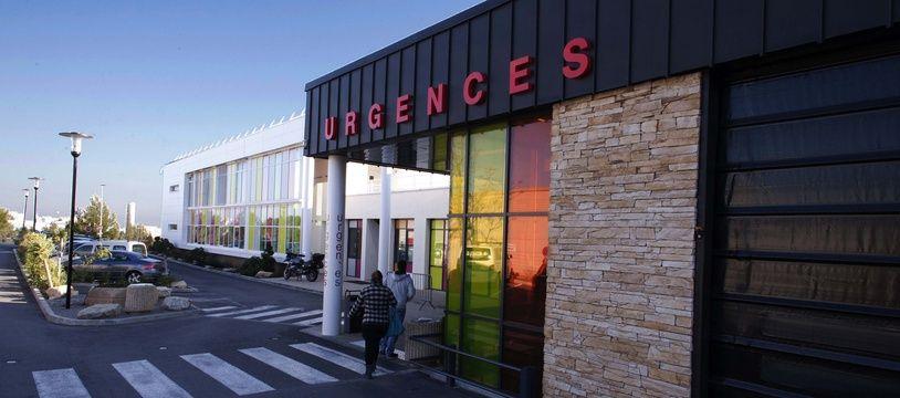 L'homme a été arrêté au service des urgences, où il avait conduit la victime, décédée quelques minutes après sa prise en charge.
