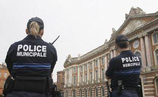 Des agents de la Police municipale, Place du Capitole à Toulouse.