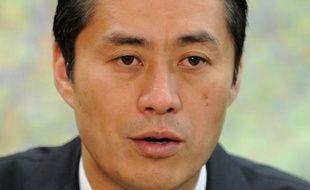 Pour un homme qui a passé chaque heure depuis plus de six mois à aider le Japon à traverser l'une des pires catastrophes nucléaires, Goshi Hosono semble plutôt porter son lourd fardeau avec facilité.