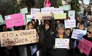Une trentaine de personnes réunies devant le rectorat de Nice.