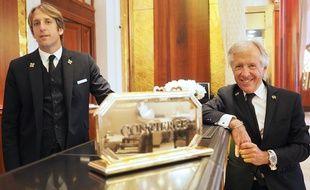 Roger Bastoni (à d.) travaille avec son fils Gilles, prêt à prendre la relève