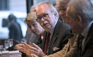 Wallerand de Saint-Just (au centre), chef de file FN aux élections municipales à Paris, le 16 janvier à Paris.