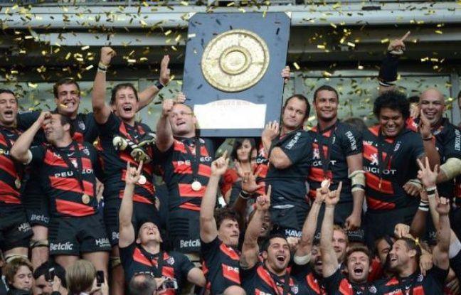 Le Stade Toulousain a remporté le 19e titre de champion de France de son histoire, un bilan sans égal dans le rugby français, en dominant au métier (18-12), sans essai et grâce à sa mêlée le RC Toulon, qui n'a pu faire mentir les pronostics face au favori en finale samedi au Stade de France.