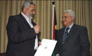 Les partis Hamas et Fatah ont repris jeudi les discussions à Gaza en vue de la formation d'un gouvernement palestinien de coalition dirigé par le mouvement radical.