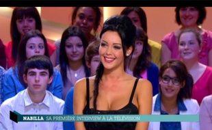 Nabilla Benattia («Les Anges de la téléréalité 5») au Grand Journal de Canal+, le 11 avril 2013.