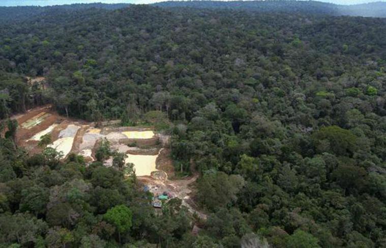 Un ancien site d'orpaillage clandestin dans la région du Maroni, en Guyane.