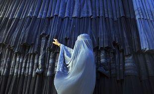 Illustration: une Afghane en burqa.