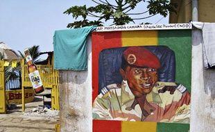 Une peinture du chef de la junte militaire guinéenne, Moussa Dadis Camara, près de Conakry, en mai 2009.