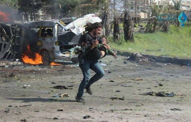 Carnage en Syrie : l'image d'un photographe en larmes émeut la Toile