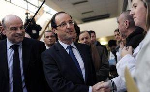 François Hollande a promis jeudi un nouveau plan cancer, la poursuite du plan Alzheimer, une loi santé mentale, la modification du financement des hôpitaux publics, des aides à l'installation des jeunes médecins, lors d'un discours sur la santé jeudi.