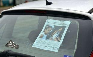 Pont de Beauvoisin le 02/09/2017: plus d un millier de personnes ratissent le secteur ou la petite Maelys de 9 ans a disparue samedi dernier,ici en photo des affiches et photo de Maelys placardÃ'e sur les voitures des particuliers des villages voisins