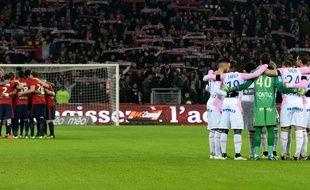 Une minute de silence a été observée entre Lille et Evian en soutien à l'attentat contre «Charlie Hebdo», le 7 janvier 2015.