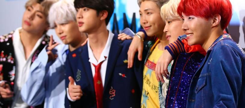 Des membres du groupe de K-pop