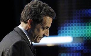 """A onze jours du premier tour de la présidentielle, alors que les marchés restent nerveux face à la crise, Nicolas Sarkozy a agité le spectre d'une """"France à genoux"""" si François Hollande, qui a confirmé sa volonté de renégocier le traité budgétaire européen, était élu."""