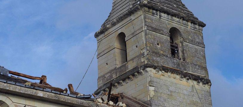 Le clocher de Saint-Nicolas de Bourgueil est tombé le 19 juin 2021 dans la nef de l'église après le passage d'une tornade.