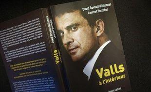Livre : Valls à l'intérieur