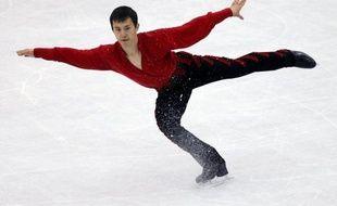 """Le Canadien Patrick Chan, champion du monde de patinage artistique, qui a subi jeudi sa première défaite de la saison lors du Trophée mondial par équipes à Tokyo, a révélé dimanche qu'il allait préparer de nouveaux sauts, notamment un nouveau """"quadruple""""."""