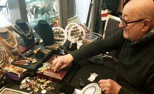 A 72 ans, Jean-Bernard Dulary ne se lasse pas de chiner et de repérer « le bel objet, la parure ».