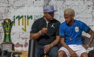 « Tu préfères jouer avec Ronaldo ou avec Messi? »