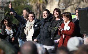 Michèle Rubirola, candidate du Printemps marseillais entourée de ses têtes de listes.
