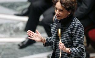 """La ministre des Affaires sociales, Marisol Touraine, a dit """"respecter l'inquiétude"""" des manifestants descendus dans les rues samedi mais a affirmé dimanche que le gouvernement """"ne renoncerait pas"""" à son projet de loi ouvrant le mariage et l'adoption aux homosexuels."""