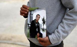 Photo de Yassine Laabidi, l'un des deux assaillants du musée de Bardo à Tunis, montrée par son frère le 21 mars 2015 à Omrane supérieur, dans le Grand Tunis