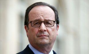 Le président français Francois Hollande visite une exposition organisée pour le premier anniversaire de la transition énergétique Le 22 juillet 2016