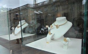 Des bijoux d'une valeur de 1,6 million d'euros aurait été dérobé par une femme se faisant passer pour une princesse des Emirats.