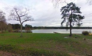 Vue de l'étang de Trémelin, à Iffendic.