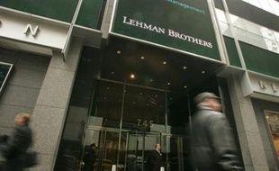 La banque d'affaires américaine Lehman Brothers a annoncé lundi avoir été victime d'une monumentale escroquerie de 225 millions d'euros au Japon, perpétrée avec la complicité présumée d'ex-employés de la maison de commerce japonaise Marubeni.