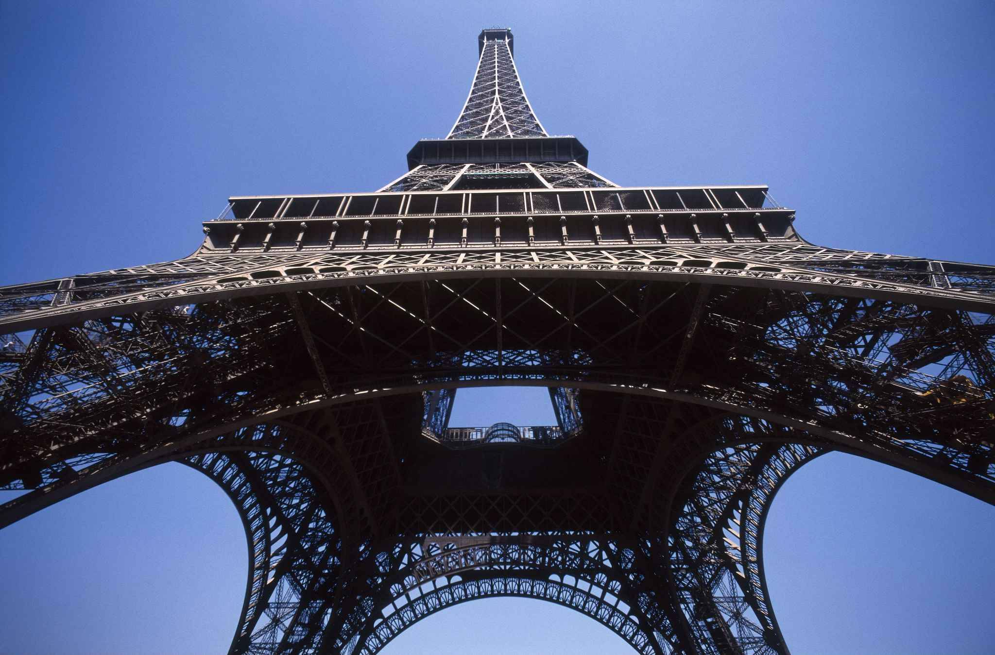 vid 201 o une course pour monter les 1 665 marches de la tour eiffel 224 pied