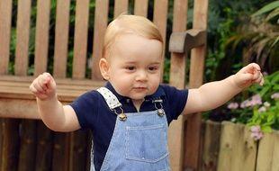 La quatrième photo officielle du Prince George, prise le 2 juillet 2014, au musée d'histoire naturelle de Londres.