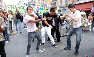 Le 15 septembre 2007, pour la Techno Parade, les danseurs de Tecktonik déferlaient sur Paris
