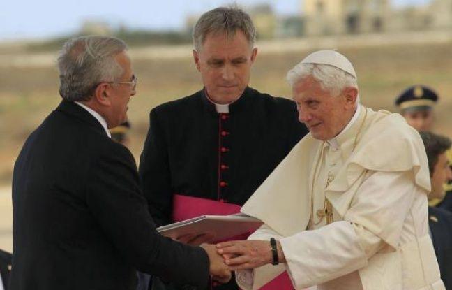 Le pape Benoît XVI rencontre samedi à Beyrouth les dirigeants politiques et religieux et la jeunesse libanaise, pour évoquer la vocation commune du christianisme et de l'islam à être des religions de paix, dans une région violemment secouée par des manifestations islamistes.