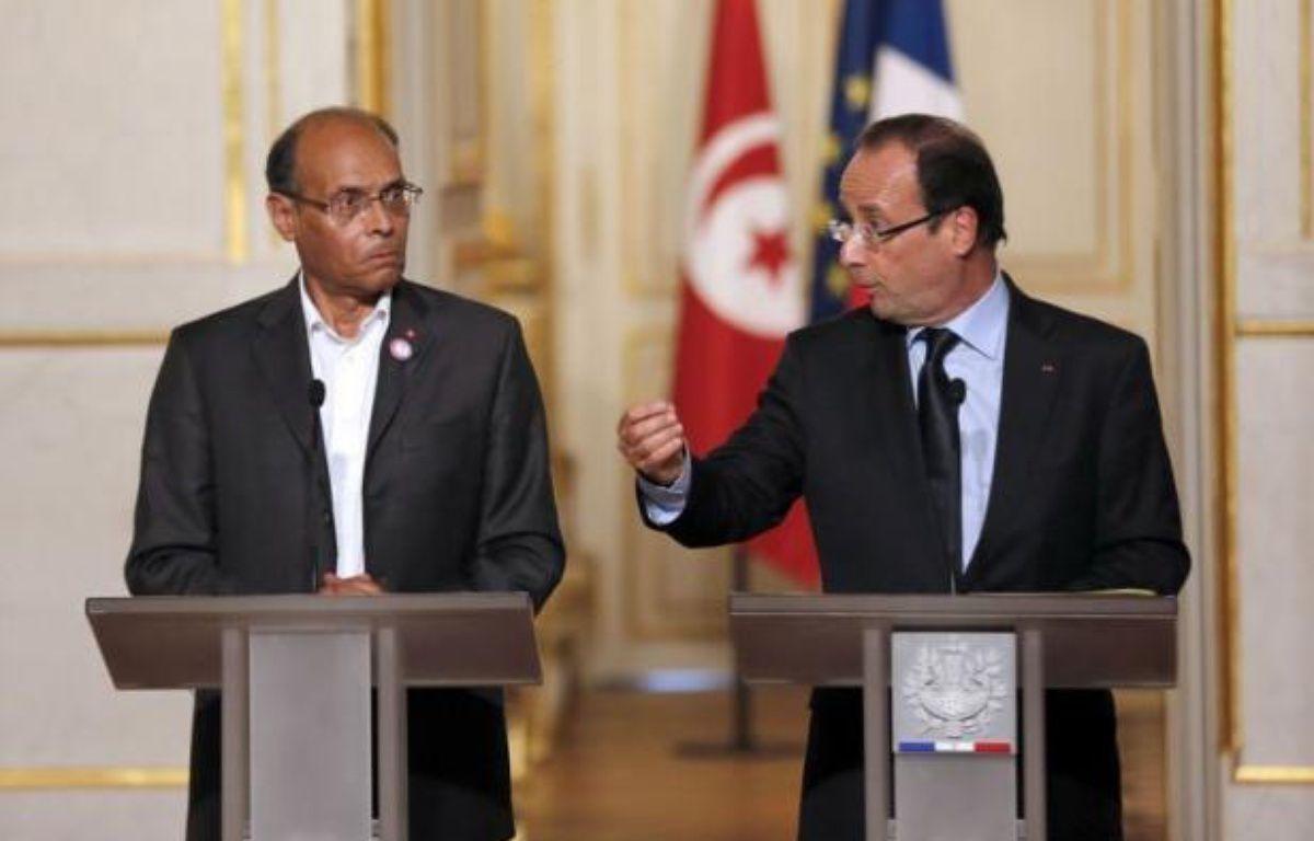 """Le président François Hollande a assuré mardi, lors d'une conférence commune avec son homologue tunisien Moncef Marzouki, que la France allait """"aider"""" la Tunisie à récupérer ses avoirs """"captés"""" par le clan de l'ancien président Ben Ali et qui ne se trouvent """"pas en France"""". – Francois Guillot afp.com"""