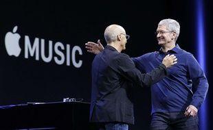 Tim Cook et Jimmy Iovine présente le service de streaming Apple Music, le 8 juin 2015.