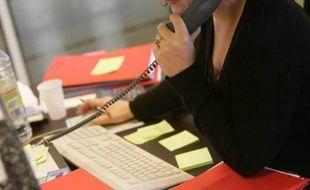 Des entreprises mettent en place le dispositif d'alerte professionnelle pour que les employés dénoncent des fraudes éventuelles.