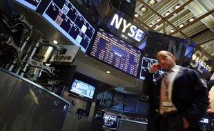 Wall Street s'est repliée mardi, les investisseurs engrangeant des bénéfices après l'ascension des actions réalisée ces derniers jours au fil des résultats d'entreprises: le Dow Jones a fléchi de 0,35% et le Nasdaq de 0,57%.