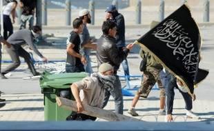 A Tunis, deux manifestants ont été tués par balle et 40 autres personnes ont été blessées, dont vingt policiers, au cours d'affrontements très violents aux abords de l'ambassade américaine, a indiqué un porte-parole du ministère de la Santé.