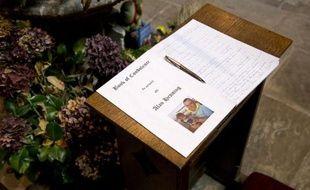 Un livre de condoléances lors d'une cérémonie à la mémoire d'Alan Henning, l'otage britannique assassiné par les jihadistes du groupe Etat islamique, le 5 octobre 2014 à l'église d'Eccles, dans le nord-est de l'Angleterre